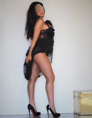 Soukeina escort girl in Mesquite TX and thai massage
