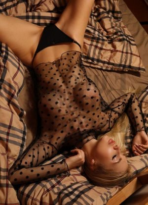 Darlene escort girl in Greenacres, nuru massage