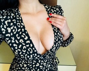 Marinne erotic massage in University Heights